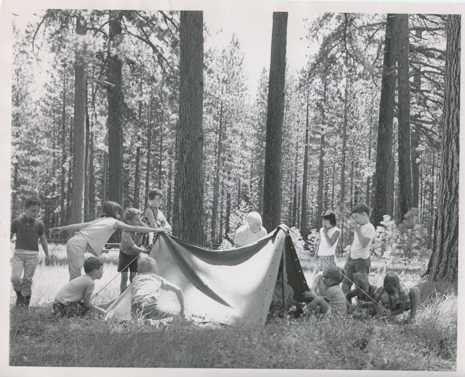 1971 Youth making tents